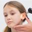 Что делать, если у ребенка болит ухо?